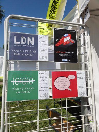 Photo de l'autre panneau supportant les affiches au format A3